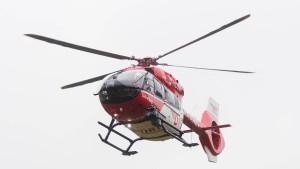 Stichflamme bei Festumzug: Junger Mann schwer verletzt