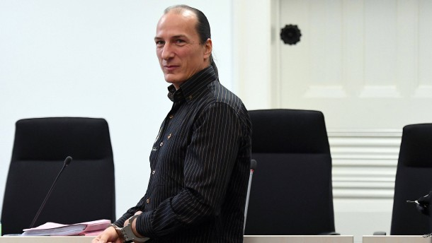 Gefängnisstrafe für König von Deutschland gefordert