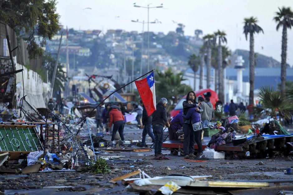 Asiatisches Erdbeben und Tsunami