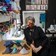 Farbenfrohe Mischung: Christiane Wegner in ihrem Atelier