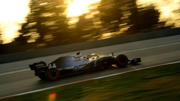 Weltmeister Mercedes als Verfolger