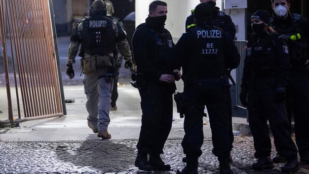 SEK durchsucht Wohnung nach Schießerei in Berlin-Kreuzberg