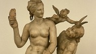 Die Rollen sind klar verteilt: Aphrodite, Pan und Eros aus der griechischen Mythologie.