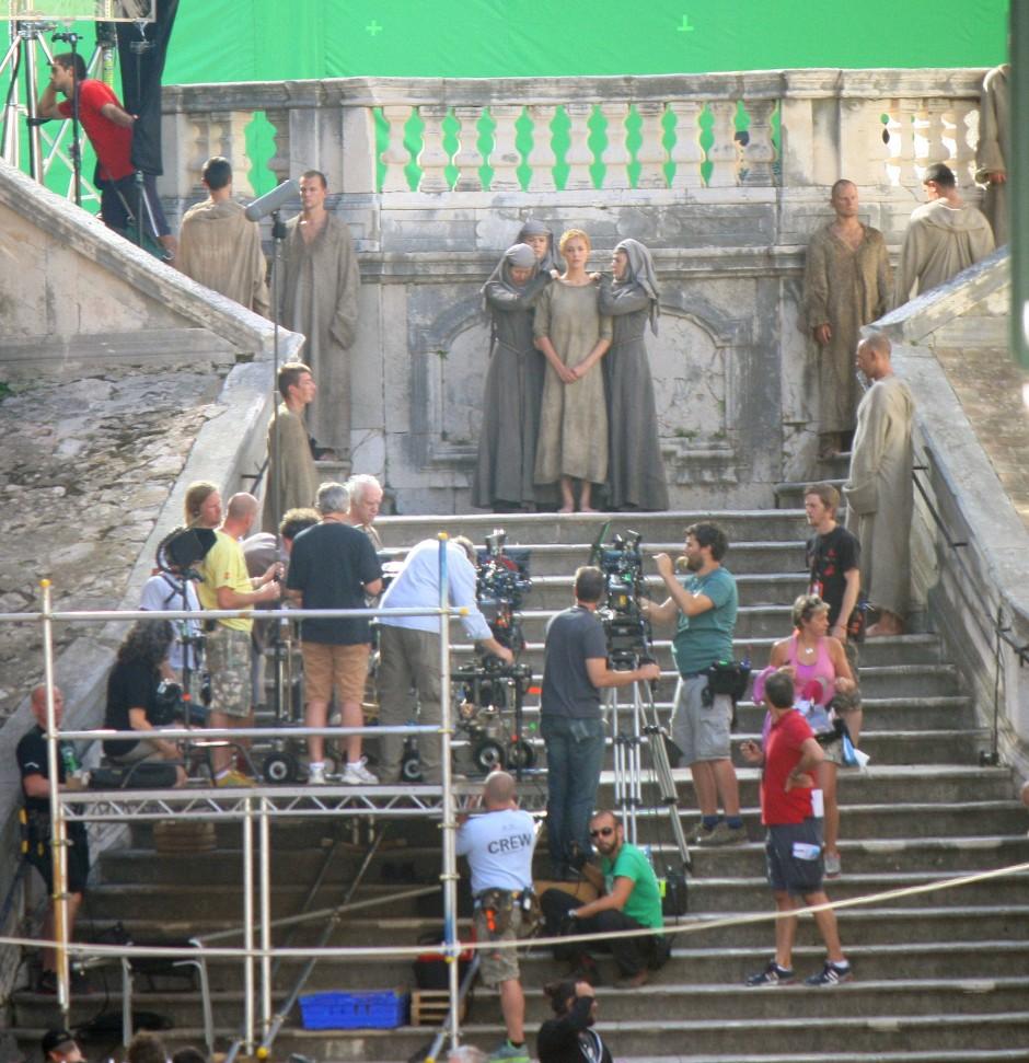 Sonst bei Hochzeitspaaren beliebt: Dreharbeiten an der Jesuitentreppe 2014 mit einem Bodydouble für die Figur der Cersei.