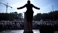 Sahra Wagenknecht versucht bei der Abschlusswahlkampfveranstaltung im September 2017 in Berlin ihre Zuhörer zu überzeugen.