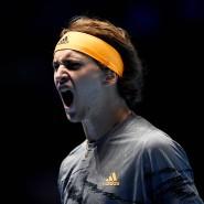 Alexander Zverev bejubelt seinen Sieg gegen Rafael Nadal bei den ATP-Finals ins London