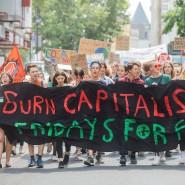 Schüler in Köln demonstrieren gegen Kapitalismus und Kohlestrom.