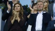 Er akzeptiert die Spielregeln des Kremls: Roman Abramowitsch mit seiner Freundin Darja Schukowa (Archivbild aus dem Jahr 2012)