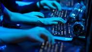 Schneller Hass mit wenig Klicks: Im Internet gibt es viel Hetze für wenig Geld