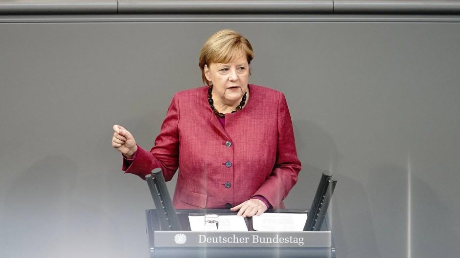 Bundeskanzlerin Angela Merkel (CDU) während ihrer Regierungserklärung im Bundestag