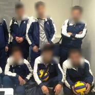 Mit einheitlichen Trainingsanzügen und Volleybällen ausgestattet, versuchten syrische Migranten von Griechenland aus in die Schweiz einzureisen.