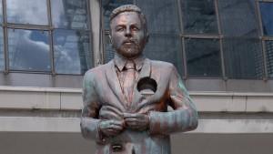 Klaas-Statue darf erst mal stehen bleiben