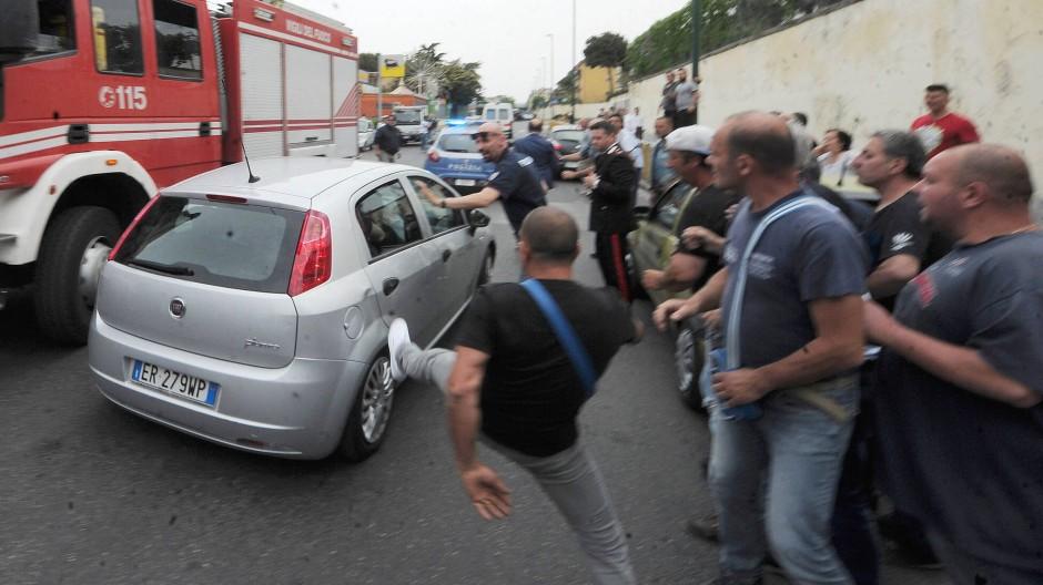 f8c7eb9f13bbcf Vier Tote in Neapel: Mann erschießt Bruder nach Streit um Wäsche ...