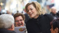 Werben um jede Stimme: Die rheinland-pfälzische CDU-Spitzenkandidatin Julia Klöckner bei einem Wahlkampfauftritt in Koblenz