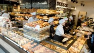 Genussversprechen: Die Firma Heberer will Kunden mit Qualität und großem Angebot inklusive Imbiss und Cappuccino aus Profimaschinen locken.