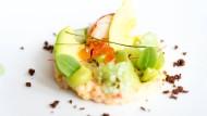 Meeresfrüchte de Luxe: Der Hummer-Lunch gehört zu den Traditionsveranstaltungen des Festivals. Für diesen Teller hat Küchenchef Simon Stirnal Maine-Lobster mit Avocado, Gurke, Limette und Lachskaviar kombiniert.