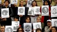 Gedenken an den Genozid: Türken und Armenier mit Bildern von Opfern der Greueltaten vor 100 Jahren im Osmanischen Reich (Archivbild 2014)