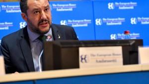 Italiens Innenminister Salvini berät sich mit Steve Bannon