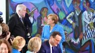 Bild der Zerrissenheit: Angela Merkel und ihr Innenminister Horst Seehofer vor der Kabinettssitzung am vergangenen Mittwoch.