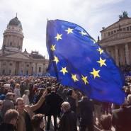 """Wohin mit Europa? Im Mai 2017 gingen in Berlin noch Tausende Menschen für """"Pulse of Europe"""" auf die Straße. Im Januar 2019 ist die Zahl schon deutlich kleiner geworden."""