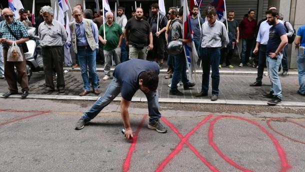 200 Kommunisten besetzen das Finanzministerium