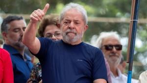 Brasiliens Ex-Präsident Lula tritt Haftstrafe an
