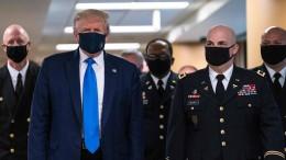 Trump trägt Gesichtsmaske in der Öffentlichkeit
