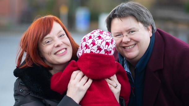 Mutter, nicht Stiefmutter: Richter sehen Grundrechtsverletzung
