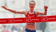 450 000 Euro an die Funktionäre: Lilija Schobuchowa (Foto: Beim Sieg des London-Marathons 2010)