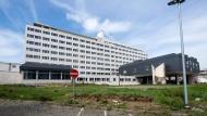 """""""Wohnraum für die breite Bevölkerungsschicht"""": Wie viel soll das alte Krankenhaus kosten?"""