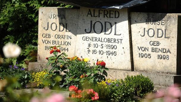 Künstler muss Reinigung des Jodl-Grabs bezahlen
