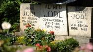 Das Grab auf dem Friedhof auf der Fraueninsel im Chiemsee