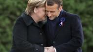 Merkel bedankte sich bei Macron für die Einladung nach Compiègne an die Stätte des Waffenstillstands von 1918.
