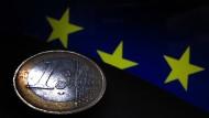 Zerbräche der Euro, wäre das auch für Deutschland ein großes Problem: Die Notenbank in Frankfurt hat Forderungen über 743 Milliarden Euro an andere Notenbanken des Währungsraums in den Büchern.