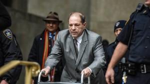 Weinstein wird wegen Handys verwarnt