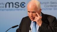 John McCain findet in München deutliche Worte für die deutsch-amerikanische Zusammenarbeit.