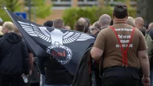 750 Rechtsextremisten und 1200 Reichsbürger besitzen legal Waffen