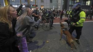 Warum das neue britische Polizeigesetz umstritten ist