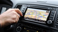 Begehrte Beute: Immer häufiger werden fest eingebaute Navigationsgeräte aus Autos gestohlen.