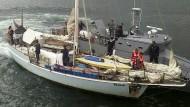 Das verlassene Boot der deutschen Urlauber, aufgenommen am Montag