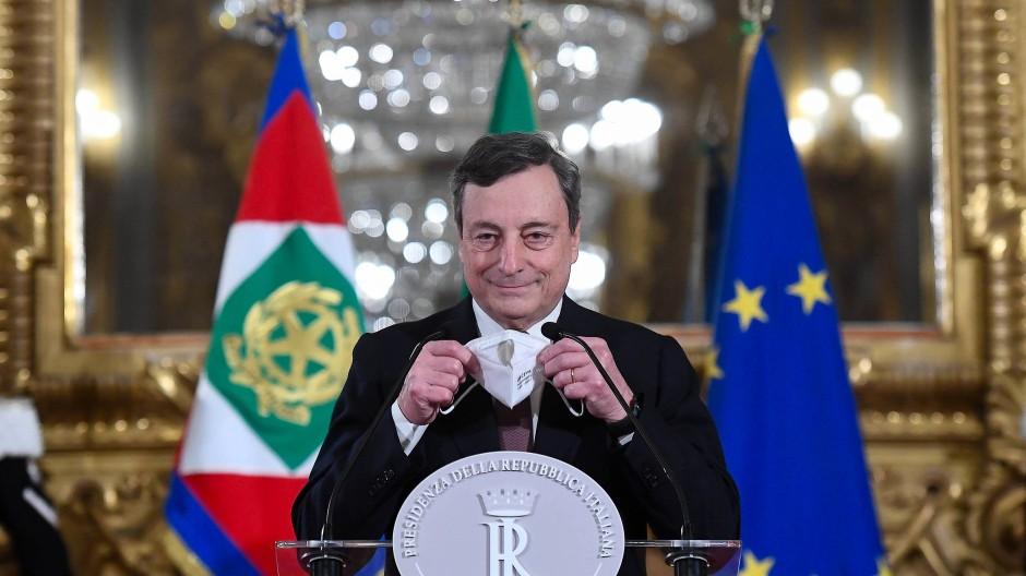 Der entscheidende Moment am 12. Februar: Mario Draghi nimmt das Mandat zur Regierungsbildung im Quirinalspalast an.