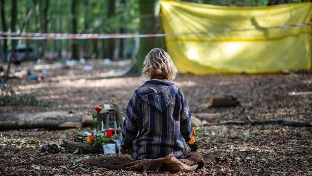 Innehalten im Hambacher Forst