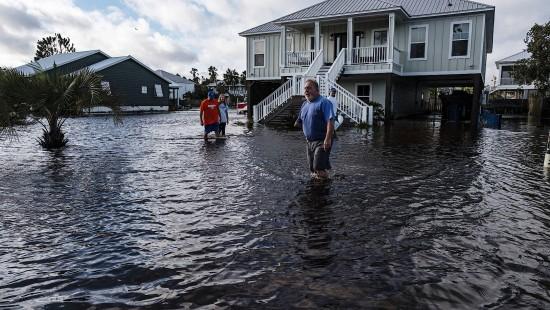 """Hurrikan """"Sally"""" überschwemmt amerikanische Golfküste"""