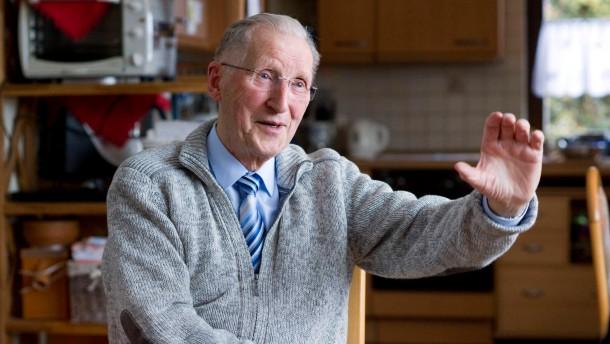 Uwe Holmer - Der heute 80 jährige Pfarrer hat vor 20 Jahren das Ehepaar Erich und Margot Honecker in seinem Pfarrhaus in Lobetal für 10 Wochen aufgenommen