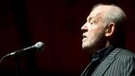 Mit 15 Jahren sang er das erste Mal in Clubs, 55 Jahre später ist seine Stimme noch immer unverwechselbar.