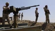 Kurdische Kämpfer in der Nähe von Machmur.