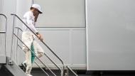 Wie der Motorsport-Weltverband FIA am Freitagabend mitteilte, mussten die Silberpfeile jenes Teil austauschen, mit dem Hamilton den Grand Prix von Aserbaidschan vor zwei Wochen beendet hatte.