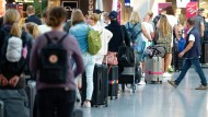 Urlauber im Flughafen Dusseldorf