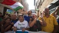 Unterstützer der Fünf-Sterne-Bewegung am 20. August vor dem italienischen Senat in Rom