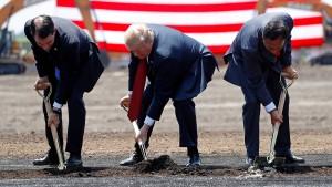 """""""Achtes Weltwunder"""": Trump feiert neue Foxconn-Fabrik"""